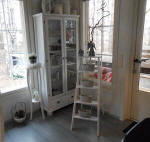 Kuva Jarmon ja Miimun kodista. Meillä valmistettuja ja tuunattuja huonekaluja.