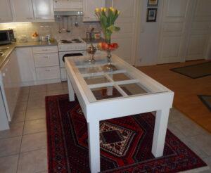 Pöytä, meillä tehty tuota kuva asiakkaan kotoa