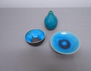 Kuppi H7,5 cm ja K4,5 cm Pullo K9 cm, Lautanen H11 cm